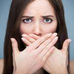 Rất nhiều người gặp phải tình trạng hơi thở có mùi hôi khó chịu