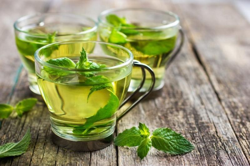 Súc miệng bằng nước lá bạc hà giúp hơi thở thơm mát và ngăn ngừa triệu chứng đau nhức