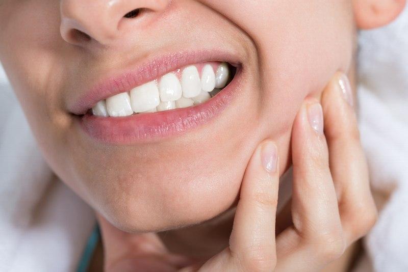 Áp xe răng số 8 không chỉ gây đau đớn còn dẫn đến nhiều biến chứng răng miệng nguy hiểm