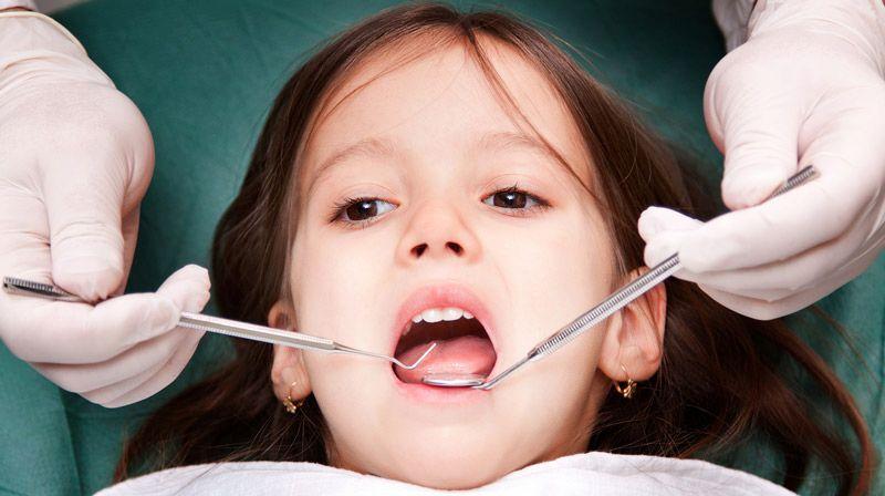 Tình trạng áp xe nặng nên đưa trẻ đến thăm khám và điều trị tại các cơ sở nha khoa