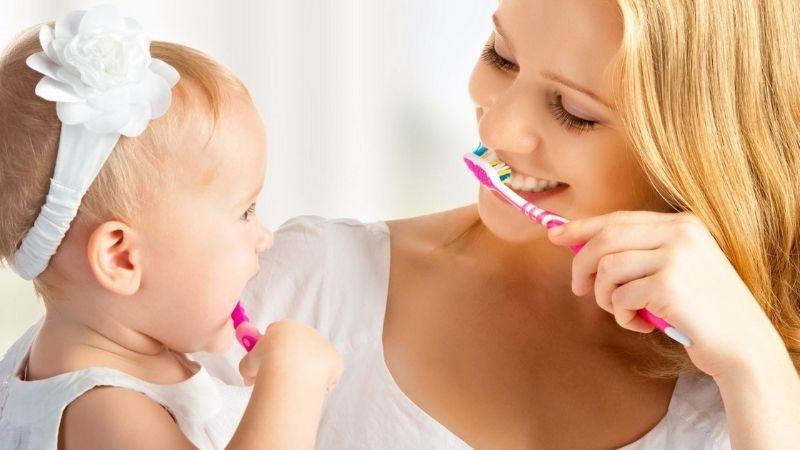 Răng miệng của bé chưa được chăm sóc đúng cách dẫn tới sâu răng