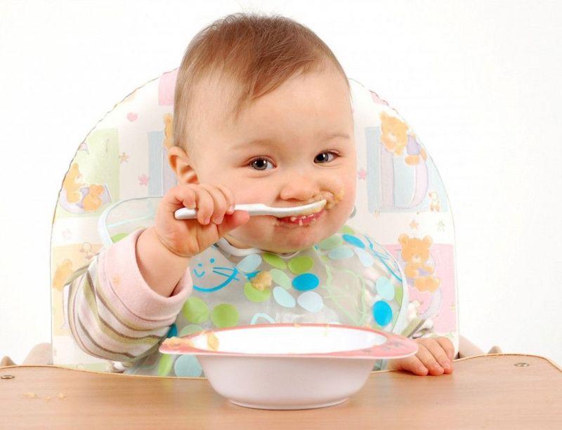 Bé 8 tháng chưa mọc răng có sao không - Luyện tập nhai để kích thích răng nướu cho trẻ