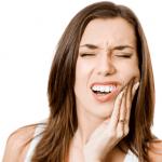 Bị ê răng sau khi lấy cao răng là hiện tượng thường thấy, có thể hết sau vài tiếng