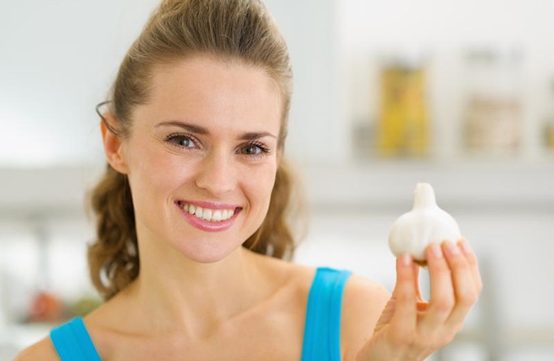 Chữa ê buốt răng sau khi lấy cao răng bằng tỏi tươi tại nhà