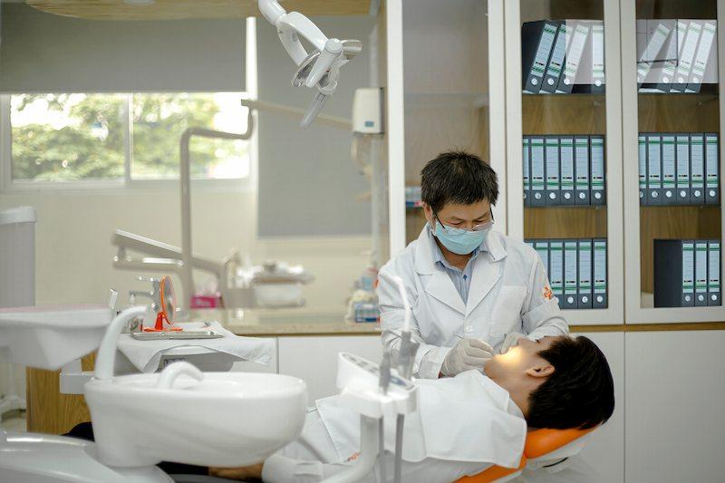 Người bệnh có thể dến cơ sở nha khoa để thăm khám và điều trị bệnh