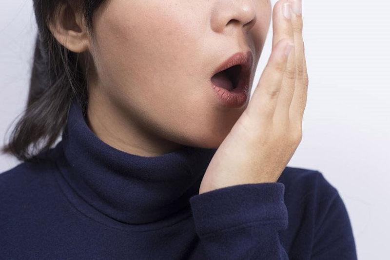 Hôi miệng từ cổ họng khiến người bệnh tự ti, ngại ngùng khi giao tiếp