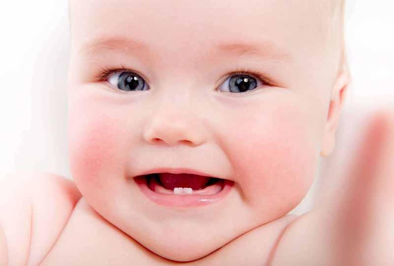 Răng sữa ở trẻ là những chiếc răng mọc đầu tiên trong thời kỳ trẻ bú mẹ.