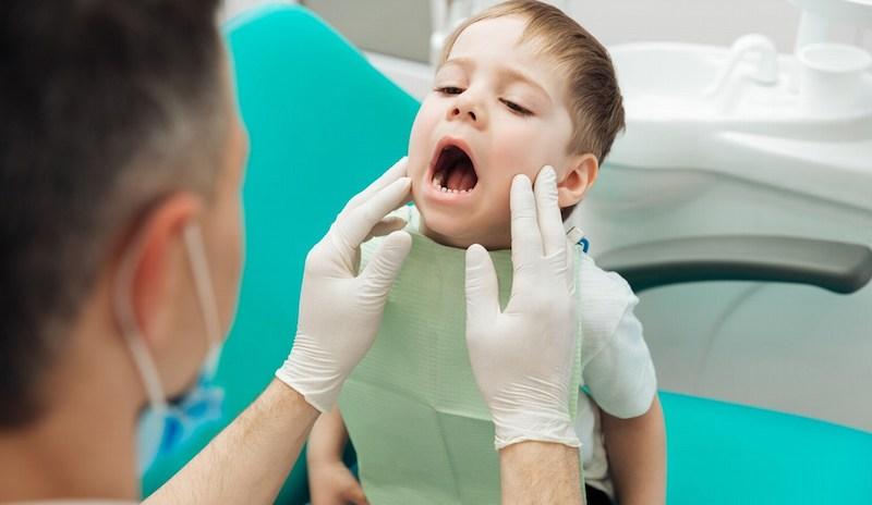 Nên đến cơ sở uy tín điều trị nấm miệng để tráng gặp biến chứng về sau
