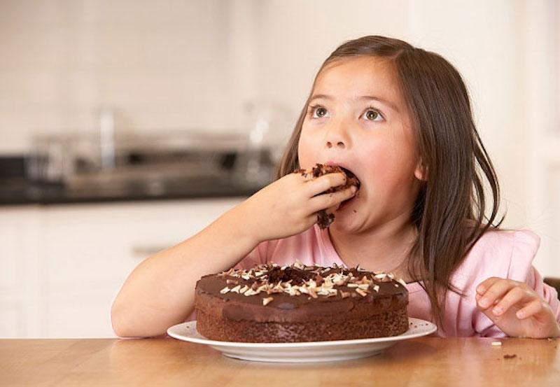 Hạn chế ăn hay uống đồ ngọt trong quá trình điều trị bệnh