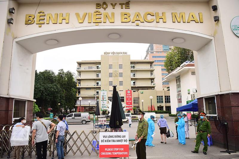 Cha mẹ có thể tham khảo khoa Răng Hàm Mặt của bệnh viện Bạch Mai