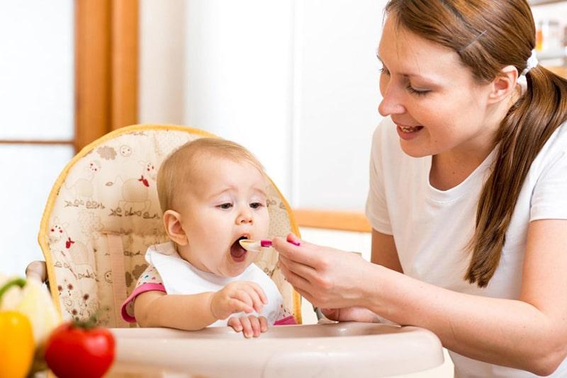 Gia tăng canxi cho trẻ nhỏ bằng cách tăng khẩu phần rau xanh, trái cây, các loại hạt