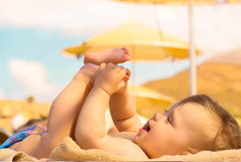 Tắm nắng đúng cách không chỉ tốt cho răng mà còn cả xương khớp của trẻ