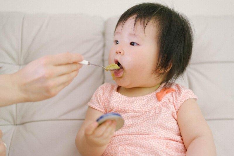 Cha mẹ có thể bổ sung canxi cho trẻ trong các bữa ăn hàng ngày