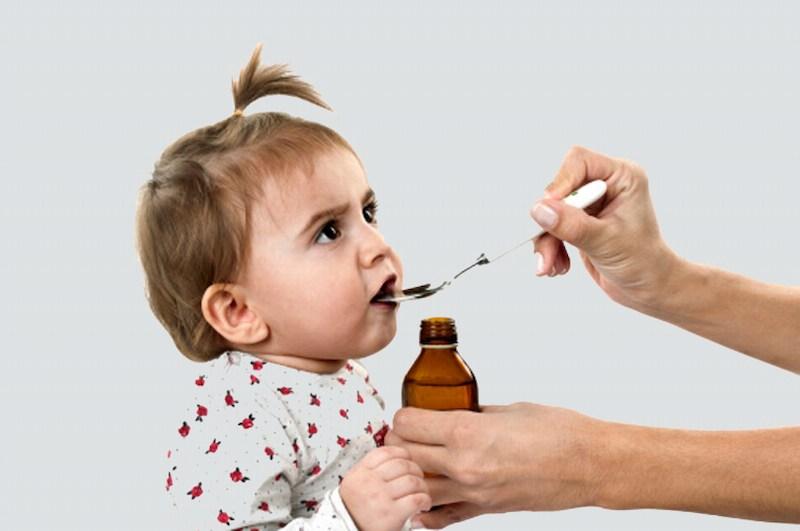 Cần bổ sung đủ các dưỡng chất cho trẻ để răng mọc đúng quy trình