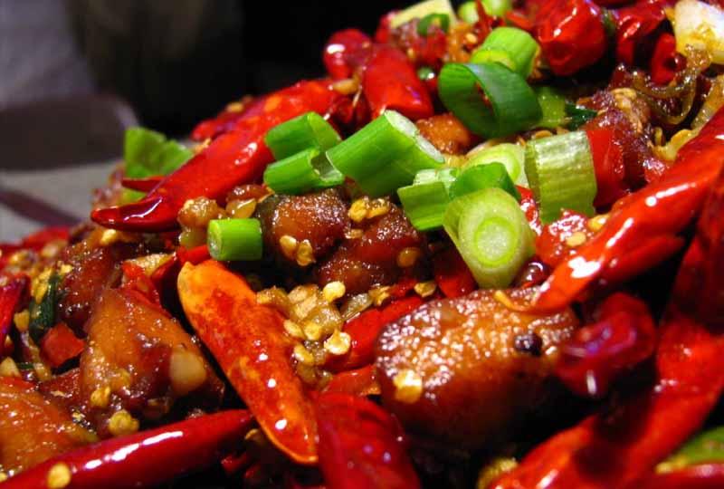 Những món ăn cay nóng cũng là thực phẩm người bệnh áp xe răng cần kiêng