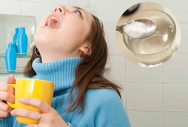 Súc miệng nước muối loãng mỗi ngày giúp bảo vệ răng miệng chắc khỏe