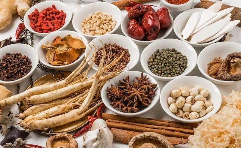 Uống thuốc Đông y cũng mang lại hiệu quả điều trị viêm nướu răng cao