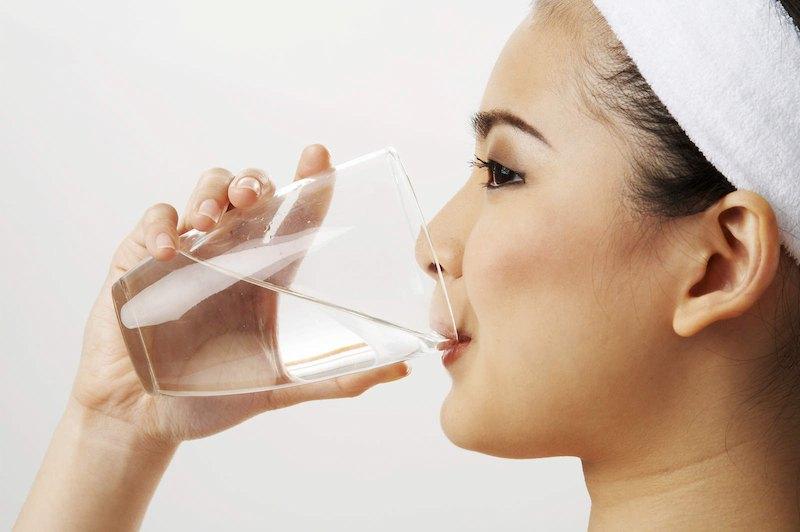 Sử dụng nước muối có tác dụng giảm triệu chứng viêm nướu răng ngay tại nhà