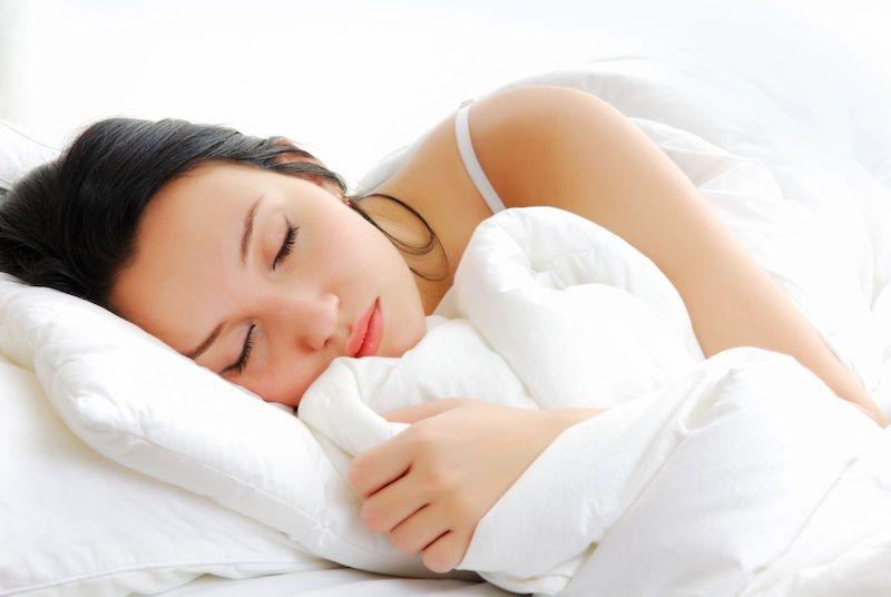 Kê cao gối khi ngủ giúp phòng ngừa hôi miệng dạ dày hiệu quả