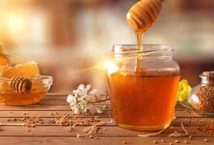 Chỉ nên sử dụng mật ong để rơ lưỡi cho bé trên 1 tuổi