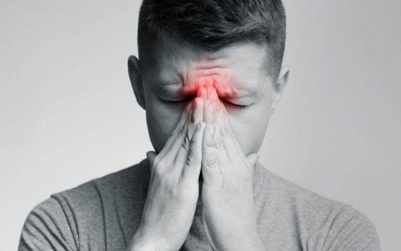 Viêm xoang do sâu răng gây đau không chỉ vùng răng mà cả mũi, mắt, trán
