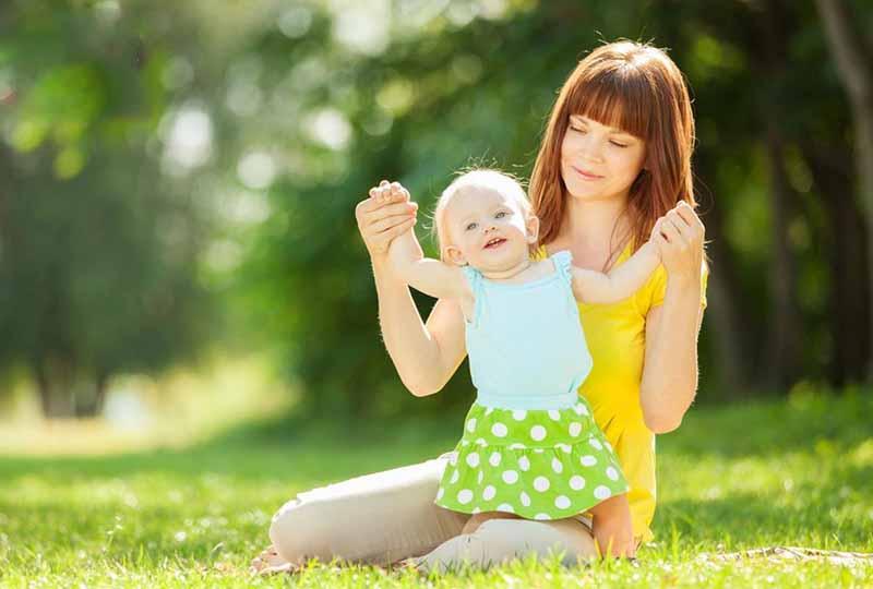 Tắm nắng cho trẻ vào buổi sáng giúp con hấp thụ Canxi tốt hơn