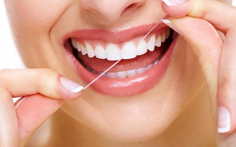 Dùng chỉ nha khoa thay cho tăm xỉa giúp bảo vệ nướu, làm sạch răng tốt hơn