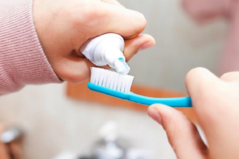 Hãy luôn ưu tiên sử dụng loại kem đánh răng có chứa hoạt chất flour
