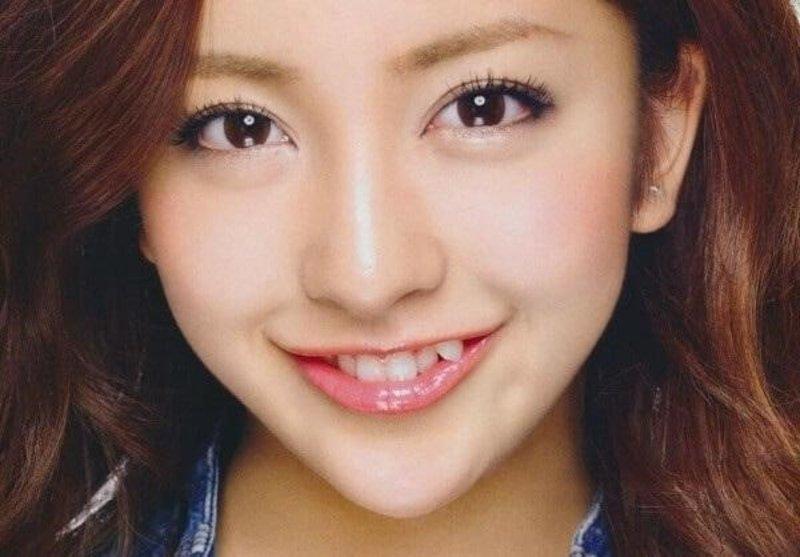 Răng khểnh được xem là nét đẹp đặc trưng của người Á Đông