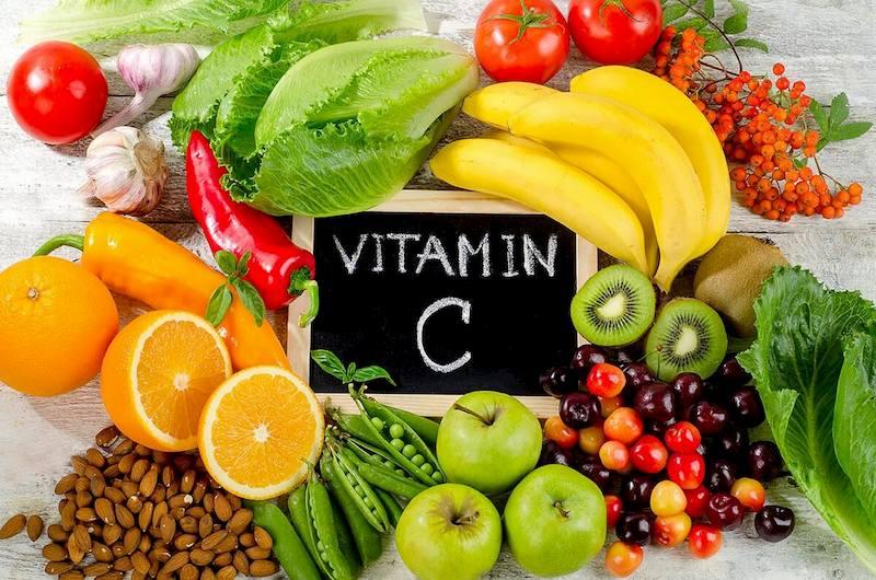 Nên ưu tiên sử dụng nhiều trái cây, rau xanh giàu vitamin C