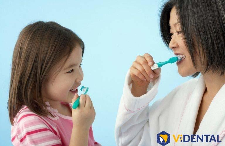 Hướng dẫn trẻ vệ sinh răng miệng đúng cách sau khi niềng răng là rất cần thiết