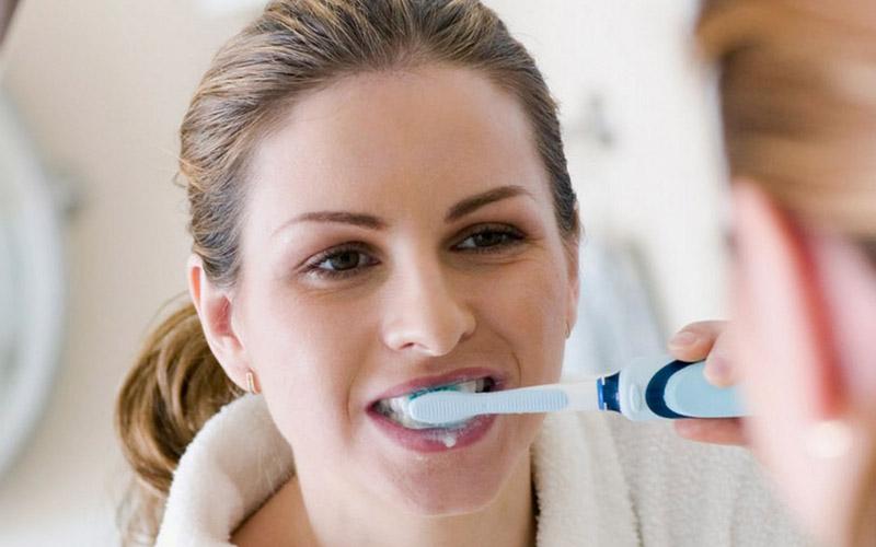 Chăm sóc răng miệng không đúng cách gây ảnh hưởng đến hiệu quả niềng răng