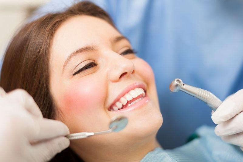 Giá bọc răng sứ nguyên hàm phụ thuộc vào nhiều yếu tố khác nhau