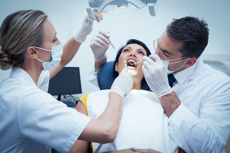 Khách hàng cần đến nha sĩ thăm khám định kỳ sau khi chỉnh nha