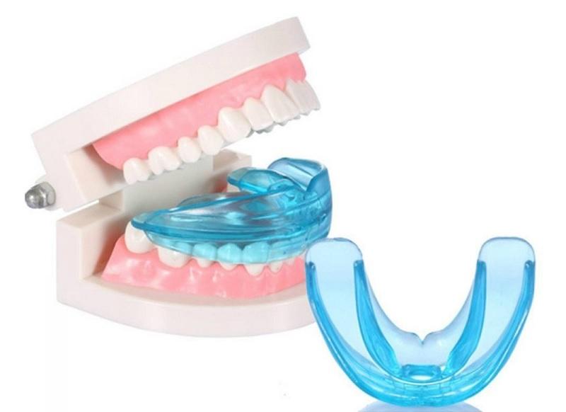 Niềng răng Trainer cho người lớn được làm từ chất liệu silicon trong suốt